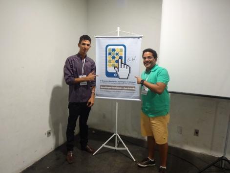 Bolsista Welton Batista (à esq) e o coordenador do Laboratório Ribamar Batista em Congresso na cidade do Recife/PE.