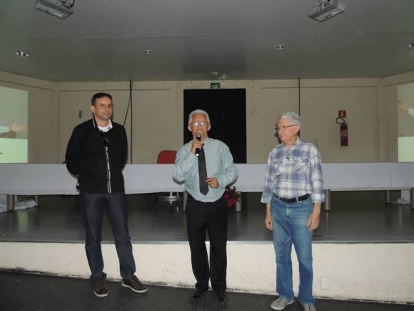 Prof. Laurielson Chaves (à esquerda), palestrante Mury Campos (ao centro) e o diretor do CTF, Aroldo Reis (à direita).